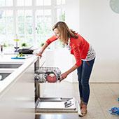 Programa de limpieza de la cocina con Windex